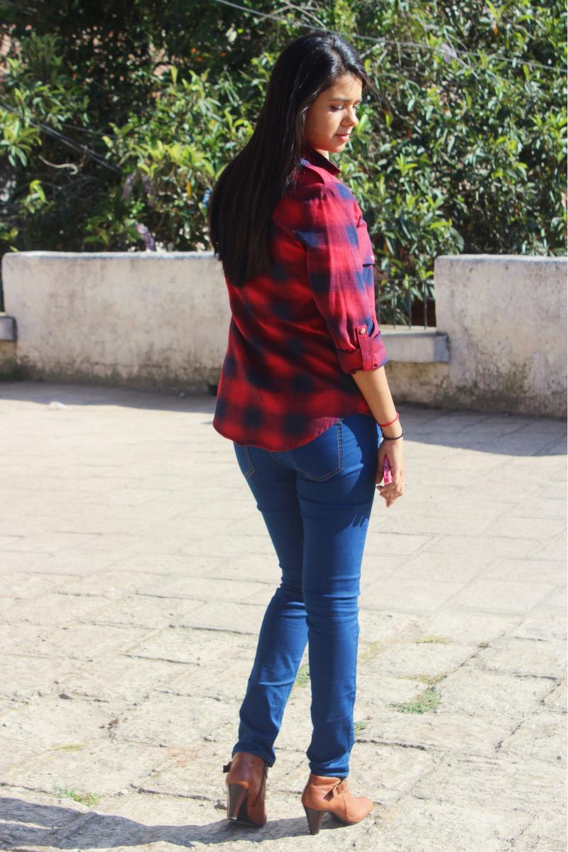 Camisa a cuadros roja con unos bellos botines