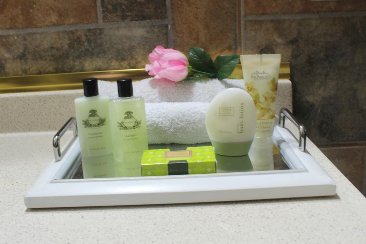bandeja con espejo para decorar tu baño