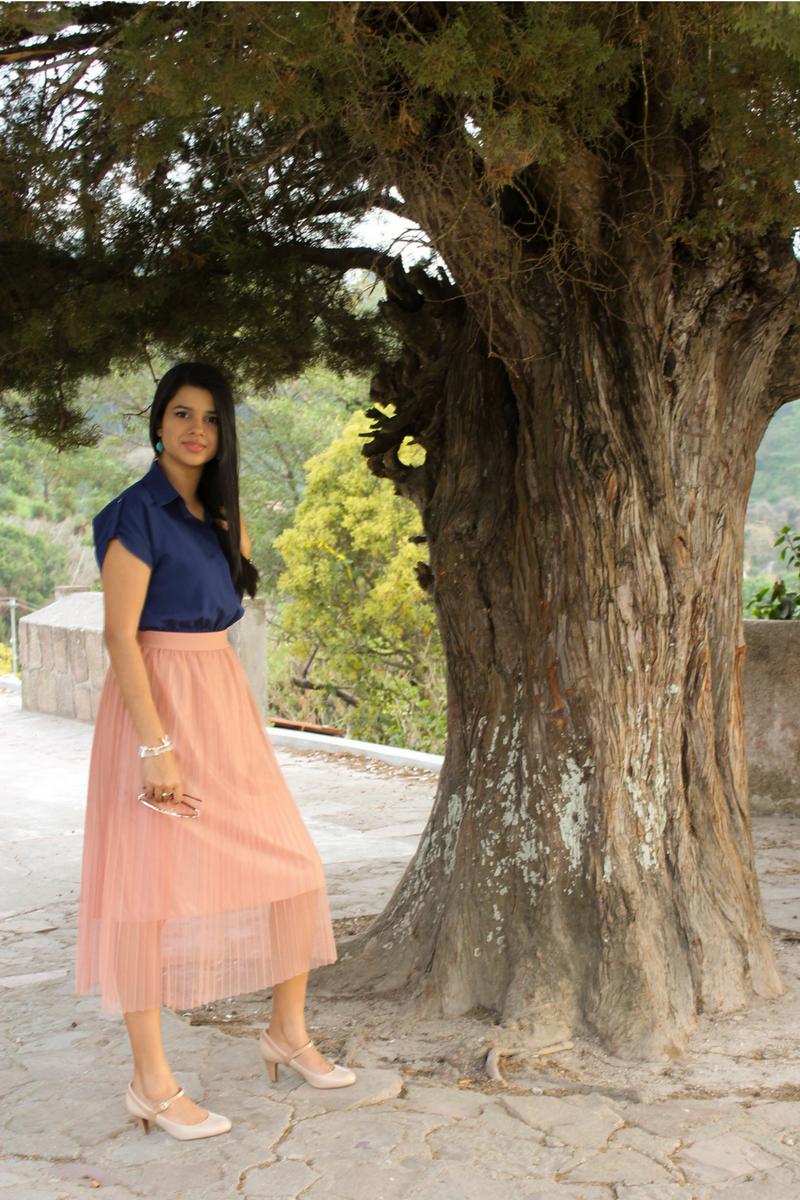 combina faldas midi con tul y transparencias