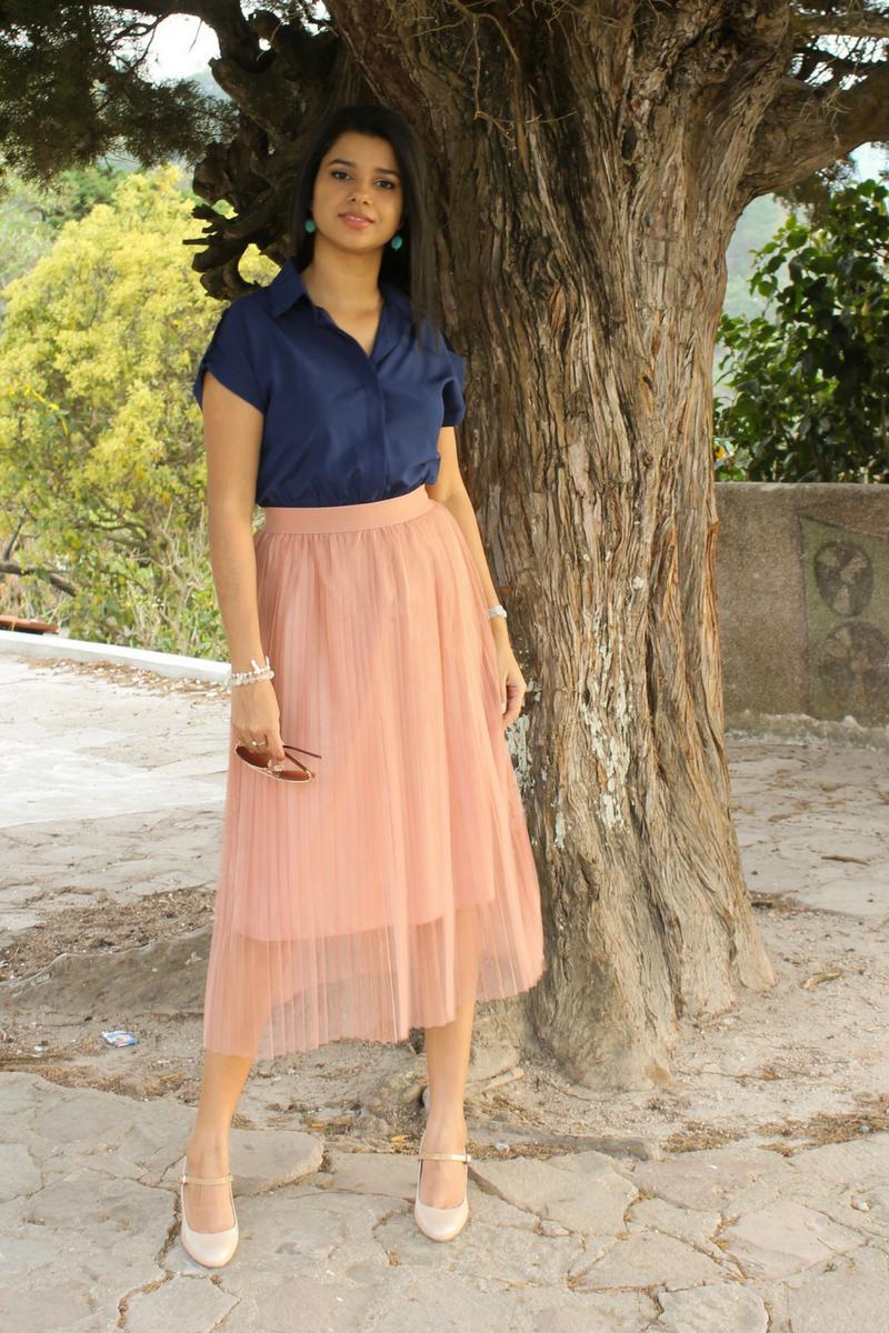 Qué son y cómo combinar las faldas midi