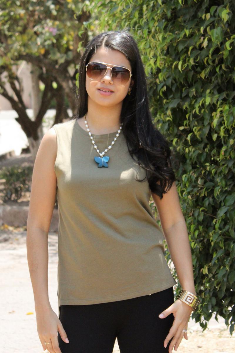 accesorios para un atuendo con camisa verde militar