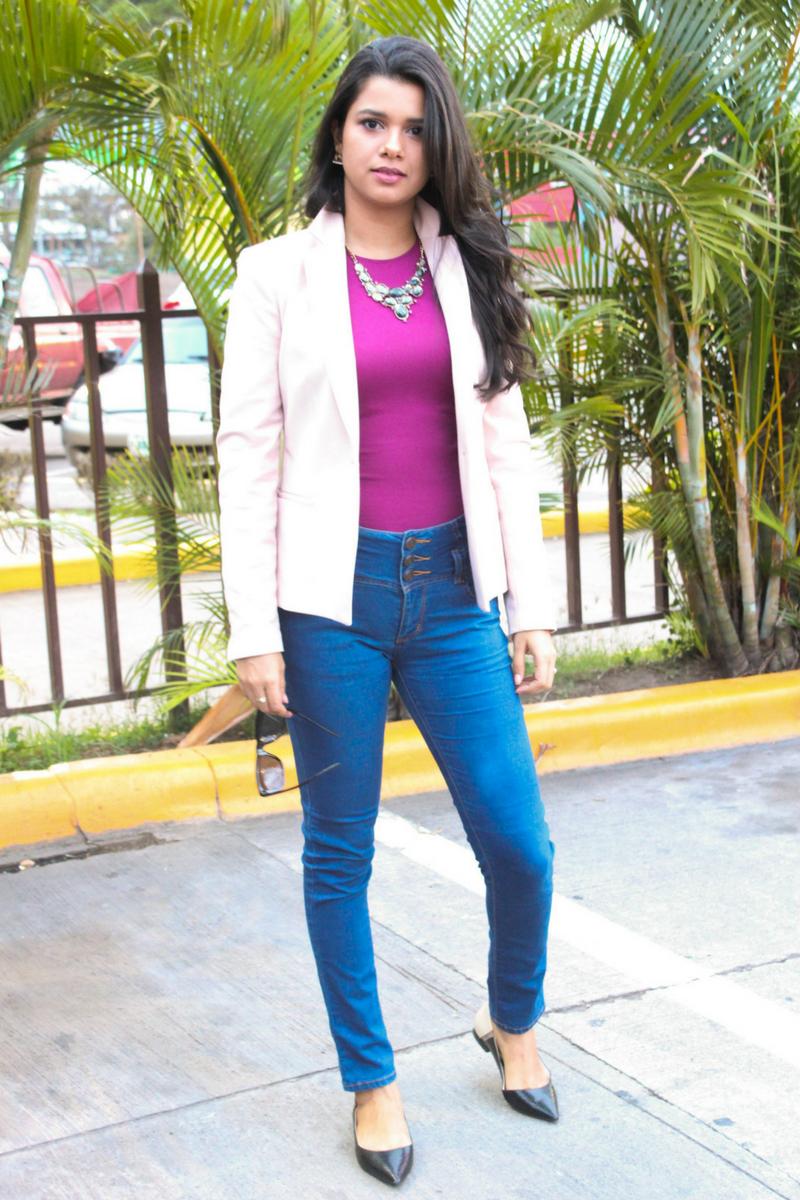 Complementa tu outfit semi-formal con un blazer rosa