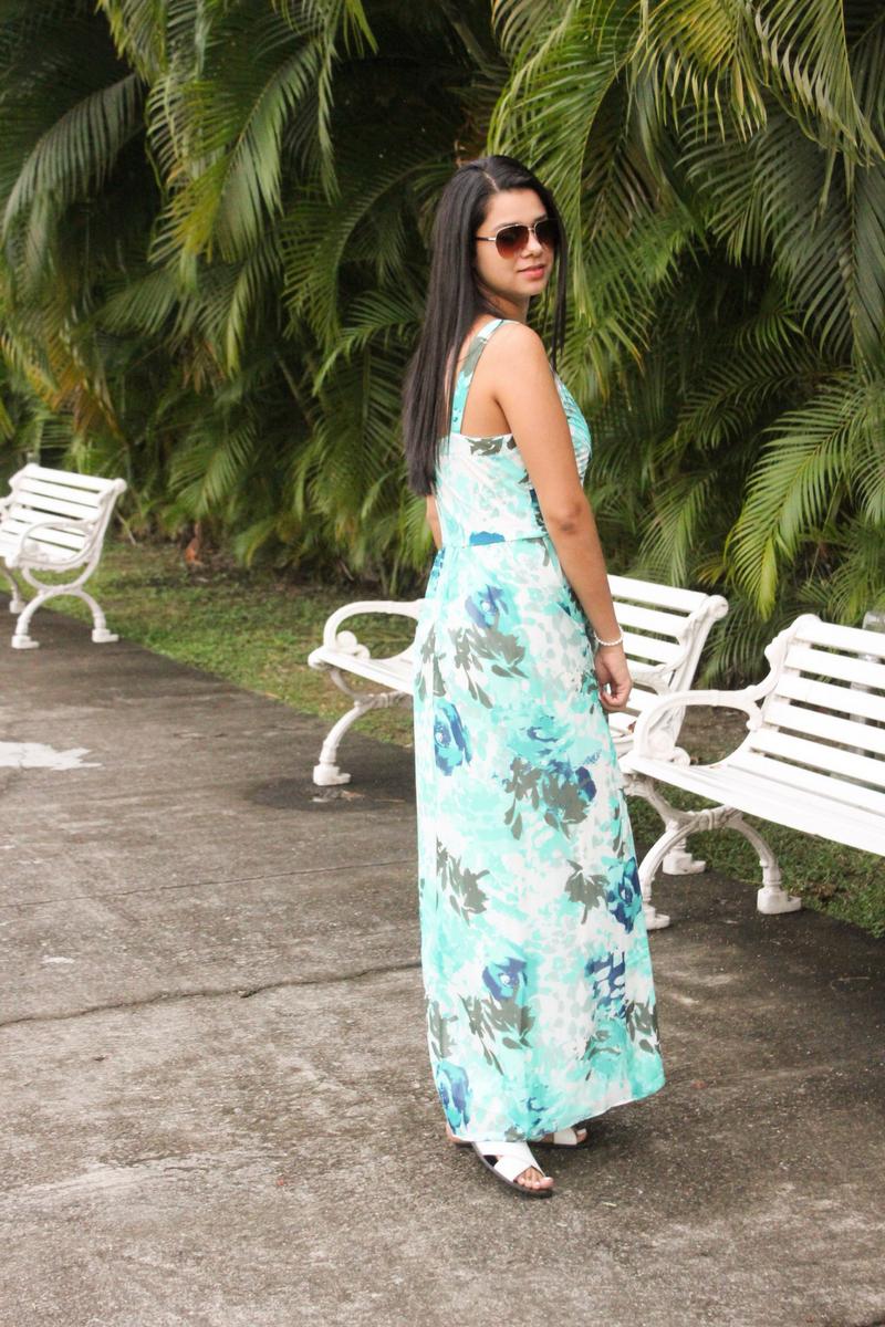vestido aqua largo más lentes de sol