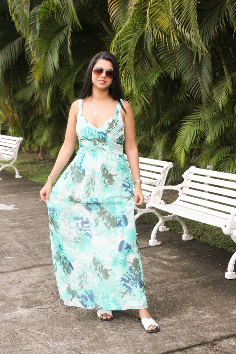 dale frescura a tu outfit con un vestido maxi color aqua