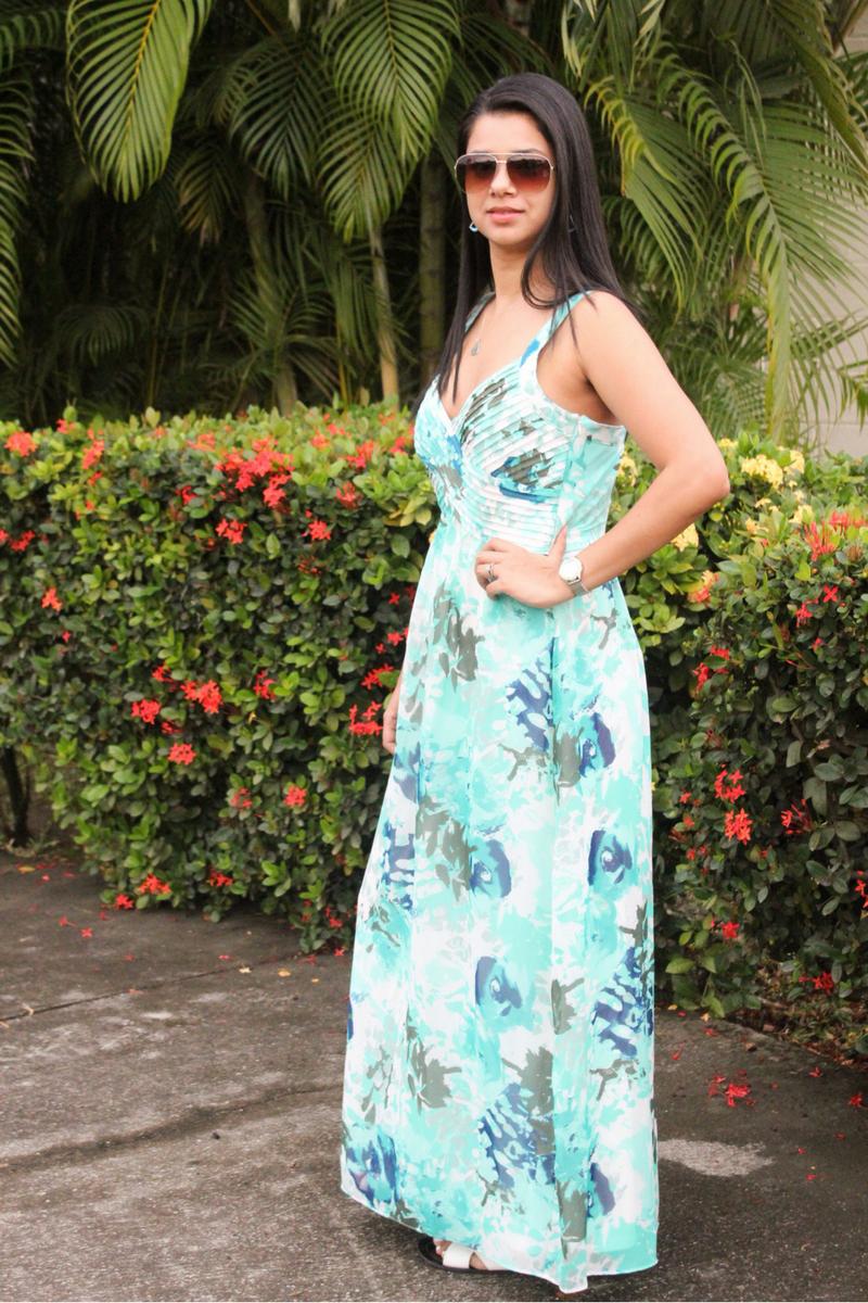 descubre las ventajas de usar un vestido largo color aqua