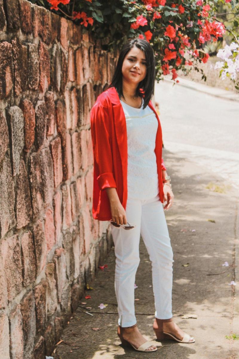 outfit combinado con color rojo