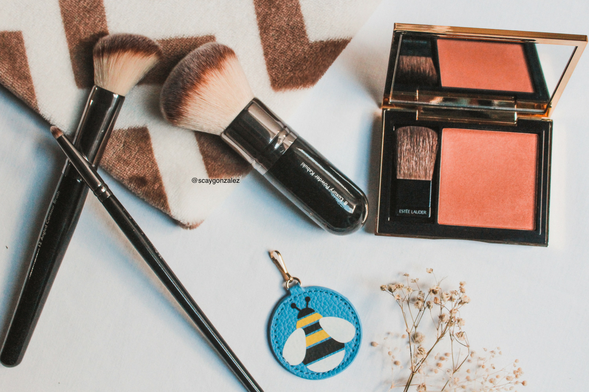 Maquillaje básico que debe tener una mujer