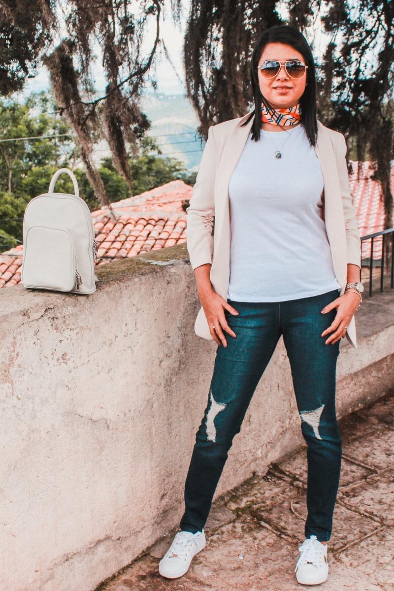outfit con pañoleta para mujer