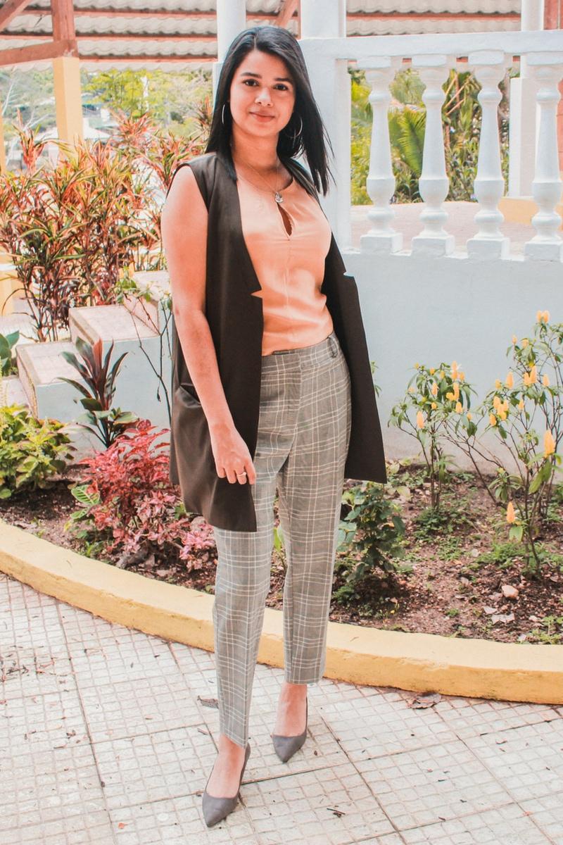 pantalón a cuadros de moda para mujer moderna